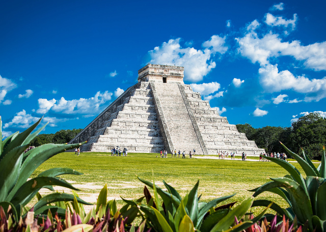 Chichen Itza, one of the most visited archaeological sites, Mexi - Unternehmensgruppe