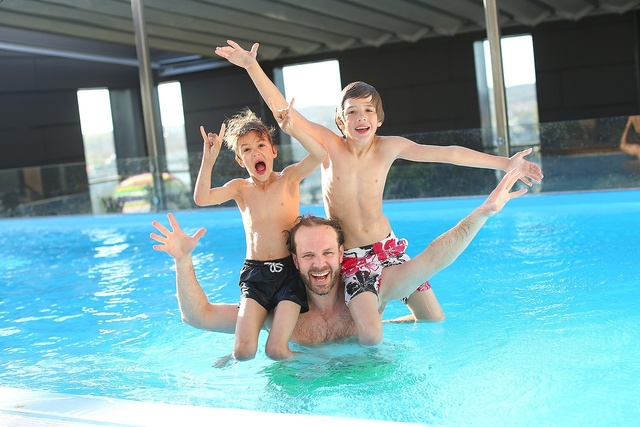 swimming-pool-Kinder - Unternehmensgruppe