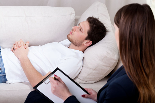 Therapist working with patient on hypnosis - monte mare